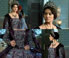Muhtesem Yuzyil Kosem, Kosem sultan, Purple dress w/silver accent