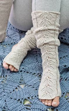 These would be perfect- my toes would be free but still cozy! Crochet Socks, Knitting Socks, Crochet Clothes, Free Knitting, Knitting Patterns, Knit Crochet, Yoga Socks, Warm Outfits, Arm Warmers