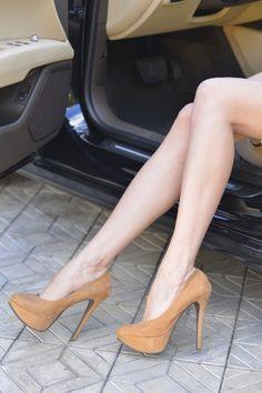 Suede platform pumps. Tacchi Close-Up #Shoes #Tacones #Heels