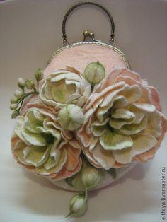 """Сумочка """"Пионы"""" - бледно-розовый,цветочный,пионы,войлок,сумочка из войлока"""
