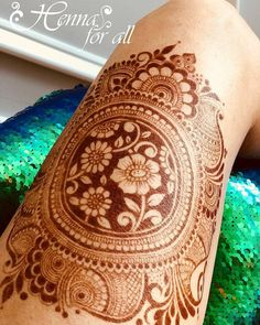 Gorgeous henna design by Love those reverse flowers and the way the mandala is drawn! Modern Mehndi Designs, Mehndi Design Pictures, Wedding Mehndi Designs, Dulhan Mehndi Designs, Beautiful Mehndi Design, Mehndi Designs For Hands, Henna Tattoo Designs, Mehendi, Wedding Henna