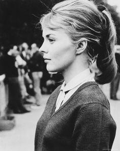 pony + collared shirt + v-neck sweater (Jean Seberg)