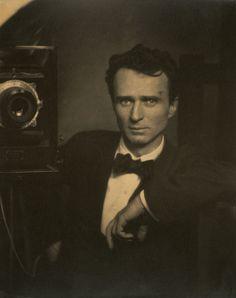 Edward Steichen, self portrait with a studio camera, Selfies since 1917 Louis Daguerre, Edward Steichen, Alfred Stieglitz, Robert Mapplethorpe, Vintage Photographs, Vintage Photos, White Photography, Portrait Photography, Connecticut