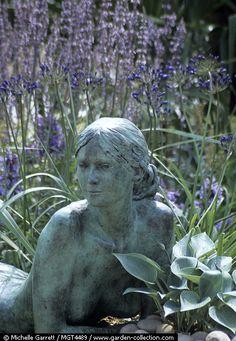 Bronze sculpture of a woman (dream)..