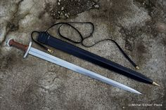 Specifications  Overall length: 80,7 cm Blade length: 66,7 cm Blade width: 4,1 cm CoB: 15 cm Weight: 627g, 894g with scabbard