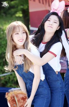Moonbyul and Wheein
