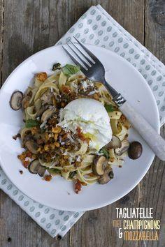 Tagliatelle met champignons en mozzarella txt Veggie Recipes, Salad Recipes, Vegetarian Recipes, Dinner Recipes, Cooking Recipes, Healthy Recipes, Mozzarella, Donna Hay Recipes, Paste Recipe