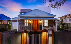A classic heritage home was given a facelift front and back with Scyon Walls. needed to be careful to retain the heritage look and feel of the front facade by using Linea but created a sleek modern design at the back. Brisbane Architecture, Australian Architecture, Architecture Design, Bungalow Exterior, Modern Exterior, Exterior Design, Case Study Design, External Cladding, California Bungalow