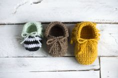 I feel like baby moccasins are EVERYWHERE nowadays. But I haven't seen a  crochet pattern for this specific style of baby moccs, so I jumped right on  creating them!  Really, these are pretty simple to make. They work up quick, and don't  require any crazy skill. I took plenty of photos for ass