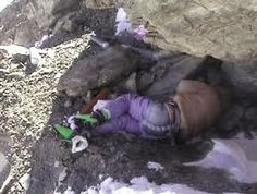 Frozen dead body on Everest. Names Green Boots, taken on of May 8200 m on North Face of Everest Mount Everest Deaths, Victorian History, Sacred Mountain, Himalaya, Green Boots, Mountaineering, Climbers, Macabre, Creepy