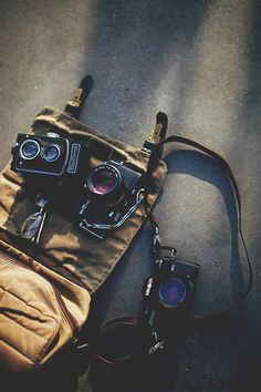 Those artifacts also called as cameras are the witnesses of such amazing stories and moments, also carriers of history and new age troubadour... #photography #inspire #journey