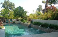 Swimming Pools for Narrow Yards | Water-and-Garden-in-a-Small-Space-the-Weaver-Residence-by-Huettl_02