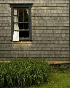 Weathered cedar siding with dark trim and dark window muntins Cedar Shingle Siding, Cedar Shingles, Shake Shingle, Black Windows, Windows And Doors, Vinyl Window Trim, Windows Image, Vinyl Siding, Wood Siding