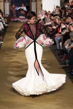José Galvan - We Love Flamenco 2017 Spanish Dress, Spanish Fashion, Trumpet Skirt, Edwardian Dress, Ballroom Dress, Online Fashion Boutique, Fashion Beauty, Womens Fashion, Fashion Show