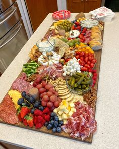 My Ultimate Charcuterie Board Shopping List Charcuterie Recipes, Charcuterie And Cheese Board, Charcuterie Platter, Cheese Boards, Charcuterie Wedding, Meze Platter, Charcuterie Spread, Holiday Appetizers, Appetizer Recipes