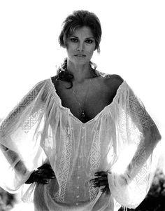 Raquel Welch (born September is an American actress, author and sex symbol . Early life Welch was born Jo Raq. Raquel Welch, Classic Beauty, Timeless Beauty, Timeless Fashion, Divas, Bohostyle, Bridget Bardot, Portraits, Sophia Loren