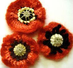 crochet poppies - good for Remembrance Day Freeform Crochet, Crochet Motif, Knit Crochet, Crochet Patterns, Unique Crochet, Love Crochet, Beautiful Crochet, Yarn Flowers, Crochet Flowers