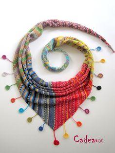 °Lieblingstuch mit Häkel-Plättchen 2 Knit from self-striping sock yarn Poncho Au Crochet, Poncho Knitting Patterns, Knitted Shawls, Crochet Scarves, Crochet Clothes, Knit Crochet, Crochet Patterns, Spool Knitting, Knitting Socks