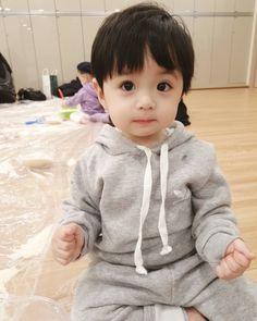 Cute Baby Boy, Cute Little Baby, Cute Baby Clothes, Little Babies, Cute Boys, Cute Asian Babies, Korean Babies, Asian Kids, The Babys