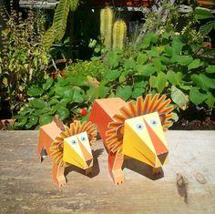 Meet our Lion MAXI Paper Toys.