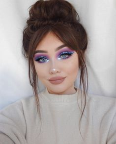 Spring Makeup Looks You Need To Try In Spring Makeup; Makeup Looks; Spring Makeup Looks; Covergirl Makeup, Eyeshadow Makeup, Eyebrow Makeup, Makeup Brush, Gorgeous Makeup, Pretty Makeup, Purple Makeup Looks, Cool Makeup Looks, Purple Eye Makeup