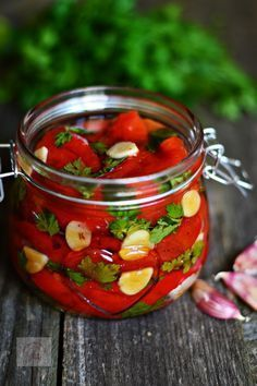 Ardei copti in ulei, cu patrunjel si usturoi - CAIETUL CU RETETE Vegetarian Recipes, Cooking Recipes, Healthy Recipes, Canning Vegetables, Good Food, Yummy Food, Artisan Food, Romanian Food, Appetizer Recipes