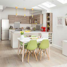 Kitchen-diner ideas – Kitchen diner ideas for open-plan kitchen spaces Small Kitchen Diner, Small Kitchen Layouts, Open Plan Kitchen, Kitchen Islands, Simple Kitchen Design, Best Kitchen Designs, Interior Design Kitchen, Home Decor Kitchen, Home Kitchens
