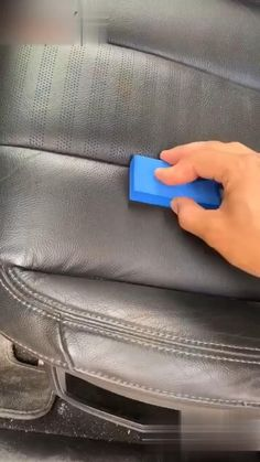 Car Cleaning Hacks, Car Hacks, Cool Gadgets To Buy, Car Gadgets, Inventions Sympas, Cool Truck Accessories, Wrangler Accessories, Leather Restoration, Leather Repair