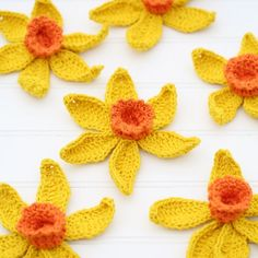 Giant crochet daffodils for your spring decor! Free pattern, yay thanks so xox