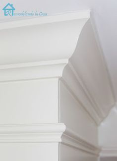 Remodelando la Casa: Cutting Crown Corners Anyone?  Absolutely perfect instructions for installing crown molding!! Cut Crown Molding, Crown Molding In Kitchen, Crown Molding Styles, Molding Ideas, Home Renovation, Home Remodeling, Moldings And Trim, Trim Work, Baseboards