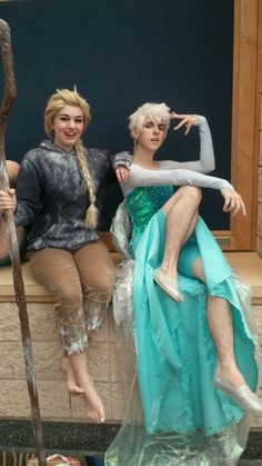 I ship me some Elsa/Jack Frost pretty hard but this takes the cake: Elsa cosplaying as Jack while he cosplays as her.