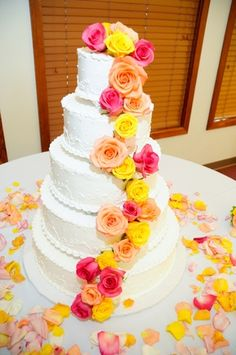 We're seeing the pink & yellow color palette more and more in weddings...and we love it! How perfect is this for a summertime wedding? #summerwedding #pinkandyellow #weddingcakes