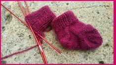 Hele kleine sokjes breien Brei Baby, Baby Booties, Knitted Hats, Knit Crochet, Winter Hats, Gloves, Knitting, Crafts, Baby Haken