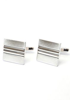Silver Square Cufflinks! Can't go wrong with these! #splicecufflinks #cufflink #cufflinks #mensfashion #men #mensaccessories #menstyle #style #singapore #england #fashion #fleamarket #unique #standout #groomsmencuffs #groomsmencufflinks #classic #elegant #silver #square #modern http://www.splicecufflinks.com