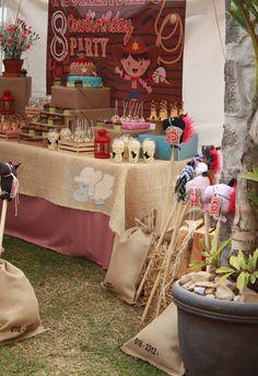 Cowboy Party table decoration by trastoleando - Fiesta de vaqueros mesa hecha por trastoleando