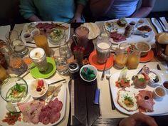 Traumhaftes Frühstück zum ankreuzen. Du willst a la carte wählen, was auf deinen Teller kommt? Für einen angemessen Preis bekommst du im Glücksfall in Salzburg dein individuelles Frühstück!! Reservierung erwünscht! Nichtraucherlokal! #glüxfall #salzburg #luxury #breakfast #nichtraucherlokal #alacarte Coffee Shops, Salzburg, Lokal, Teller, Table Settings, Mexican, Luxury, Breakfast, Ethnic Recipes