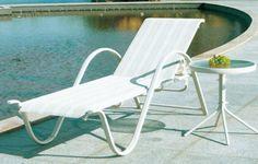 Sản phẩm GIƯỜNG TẮM NẮNG HỒ BƠI NGOÀI TRỜI CÁ NHÂN THANH LỊCH bộ ghế bể bơi ngoài trời có gam màu sáng chủ đạo, bộ ghế bể bơi làm cho không gian trở nên tinh tế, thanh lịch.  LH www.nguyentonhu.com - 0909 072 666 - 0909 496 365 MS. NHƯ để biết thêm chi tiết