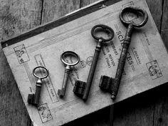 *black and white of old keys