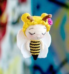 Adorable little crochet bee girl (free amigurumi pattern) // Kicsi horgolt kislány méhecske (ingyenes amigurumi minta) // Mindy - craft tutorial collection // #crafts #DIY #craftTutorial #tutorial #spring #SpringCrafts