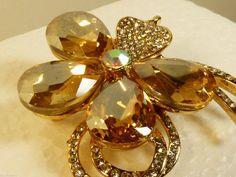 GOLD TONE METAL CRYSTAL FLOWER FANTASTIC FASHION PIN BROOCH - Pins & Brooches