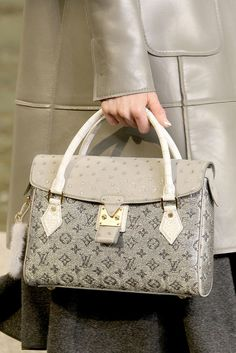Louis Vuitton Fall 2010 Ready-to-Wear Fashion Show Details