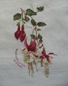 Gallery.ru / Фото #4 - симпапушкин робин - starpaf Cross Stitch Love, Cross Stitch Flowers, Cross Stitch Charts, Cross Stitch Patterns, Quilt Patterns, Beaded Embroidery, Cross Stitch Embroidery, Types Of Embroidery, Hand Embroidery