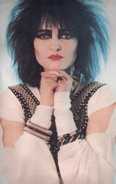 Siouxsie Sioux biography: Siouxsie Sioux bio and discography, pictures and other information. Originally from Chislehurst, Londres, and born on May Siouxsie Sioux is performs in a Post-Punk, Alternatif style. Siouxsie Sioux, Siouxsie & The Banshees, Grunge Goth, Nu Goth, Visual Kei, Rock Roll, Punk Rock, Red Make Up, Dark Wave