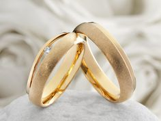 2mm 4mm wedding ring set in recycled 9ct yellow gold flat