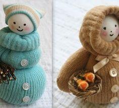 Faire une poupée mitaine ou poupée chaussette En récupérant ses vieilles chaussettes ou ses mitaines usagées, on peut créer de jolies poupées en laine. Découvrez comment confectionner des poupées et autres personnages avec de la récup en laine. De belles créations à faire..