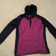 Nike hoodie In great condition! Super comfy great for winter. Nike Tops Sweatshirts & Hoodies