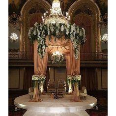 Swooning from this romantic @hilton_chicago_hotel wedding ceremony by @yannisdesignstudios. #weddingvenues