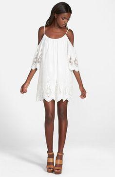 4SI3NNA Cold Shoulder Shift Dress