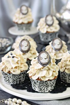 Earl Grey Lavender Cupcakes - (with homemade chocolate brooches). Is this beautiful or what!?! Tea parties here we come!