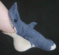 Носки-акулы от Лизы Гроссман http://www.prohandmade.ru/other/noski-akuly-ot-lizy-grossman/